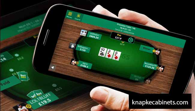 Play Capsa Susun Using the Mobile Application